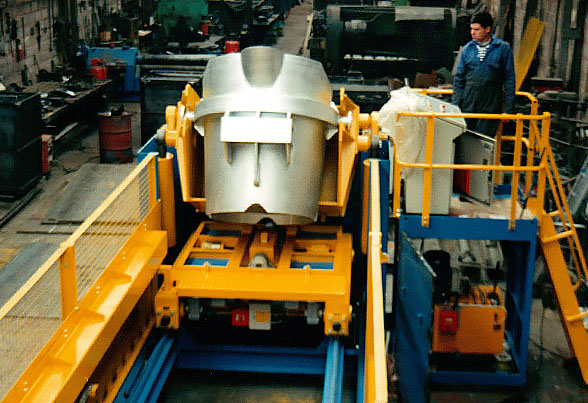 Ladle transfer pouring system in workshop